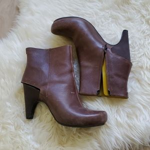 Tsubo ankle boot with cut out heel